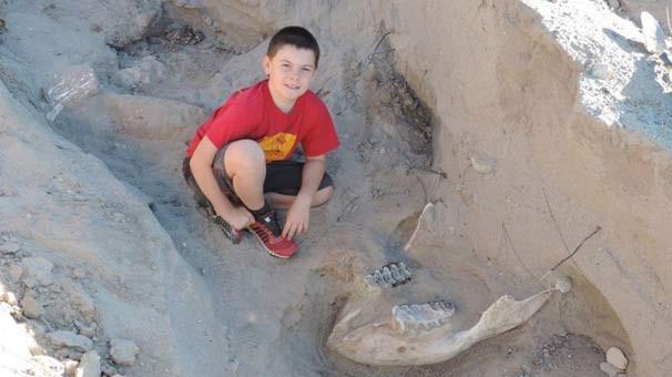 Ayağı takılınca 1 milyon yaşında fosil buldu