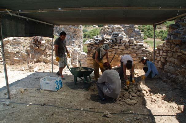 Antalya'da tarihi keşif: A.N.T markalı çömlek bulundu