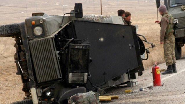 Askeri araç devrildi: 4 asker yaralı