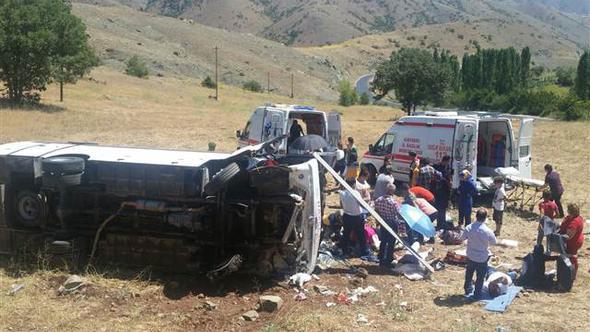 Kayseri'de tur otobüsü devrildi: 26 yaralı