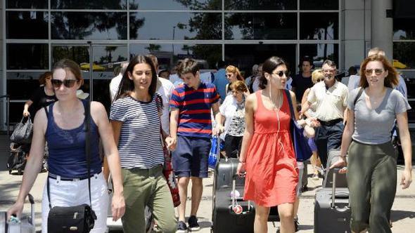 Gelen turist sayısı arttı gelir azaldı !