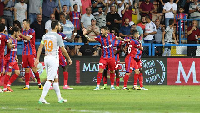 Karabükspor, Başakşehir'i dağıttı !