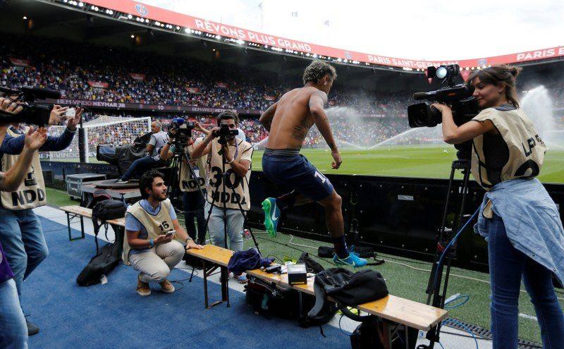 Neymar ve PSG taraftarları buluştu !