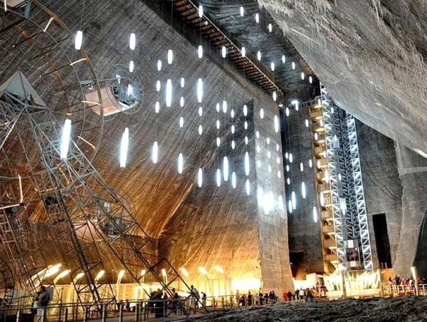 Terk edilmiş madeni 200 metre derinliğinde lunaparka çevirdiler
