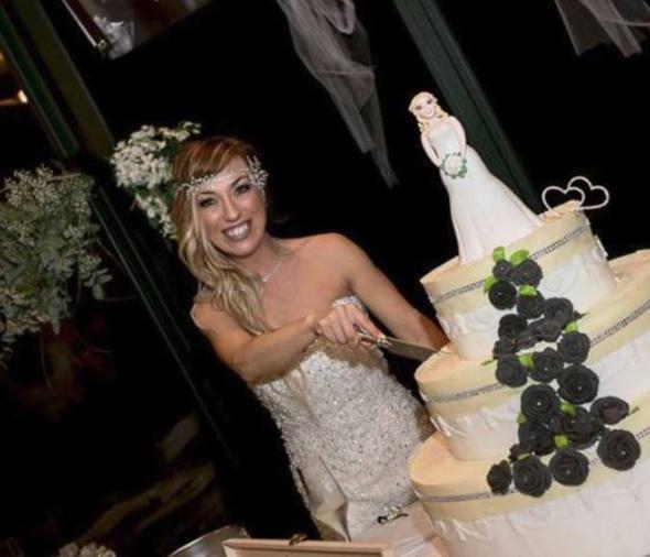 Yok böyle düğün ! Kendisiyle evlendi