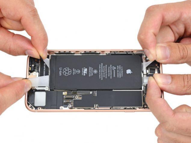 iPhone 8'in içini açtılar!