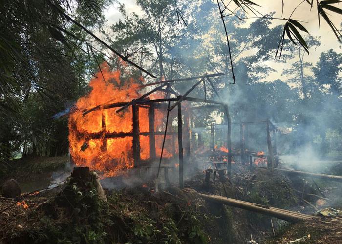 Sular durulmuyor ! Köyü ateşe verdiler