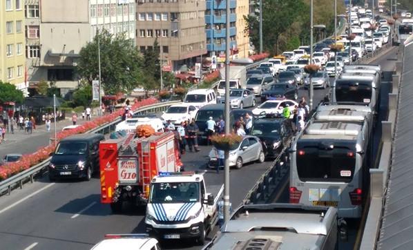 Çevreyolu'nda İstanbul'u kilitleyen trafik kazası