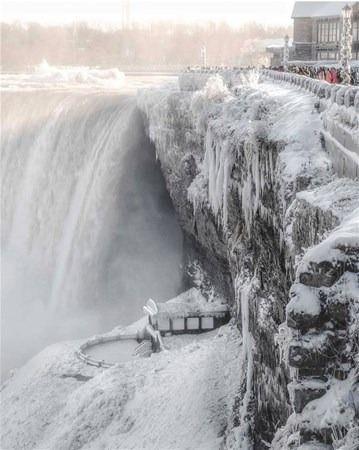 İnanılmaz kış! Şehir buz tuttu!