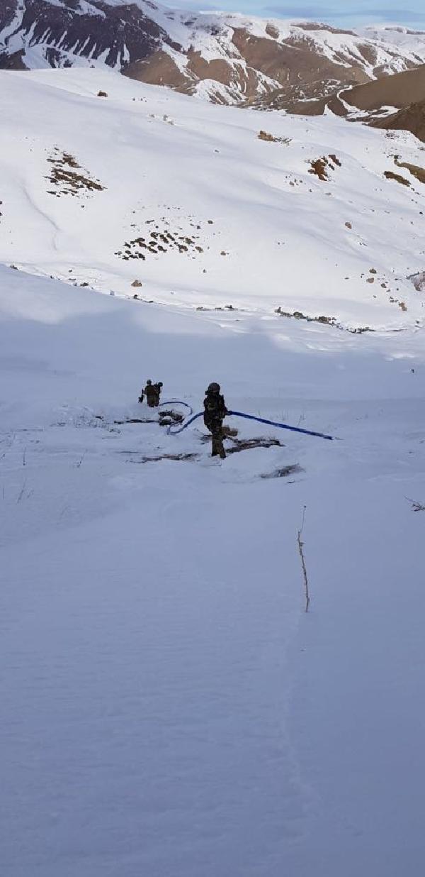 PKK'lıların su hattı çektiği 5 sığınak bulundu