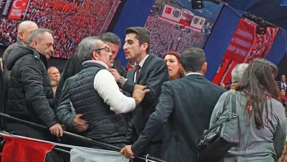 CHP İstanbul Kongresi'nde gergin anlar !
