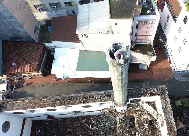 Rize'de tehlikeli minare yıkımı ! - Resim: 3
