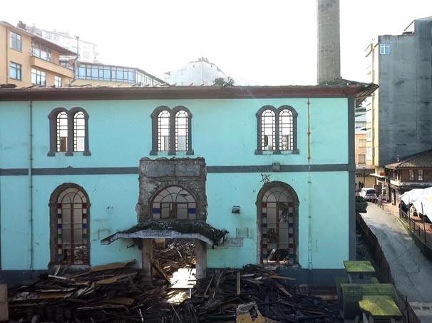 Rize'de tehlikeli minare yıkımı ! - Resim: 4