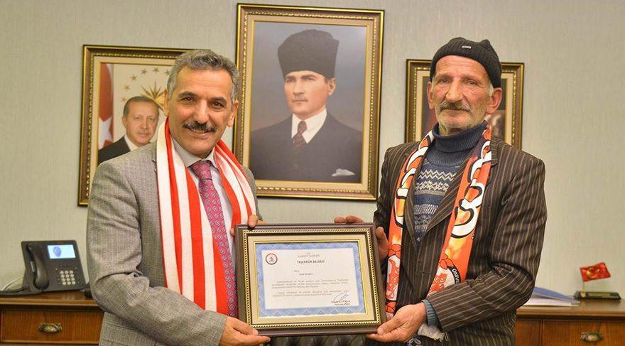 Kağıt toplayıcısından Samsunspor'a sürpriz destek