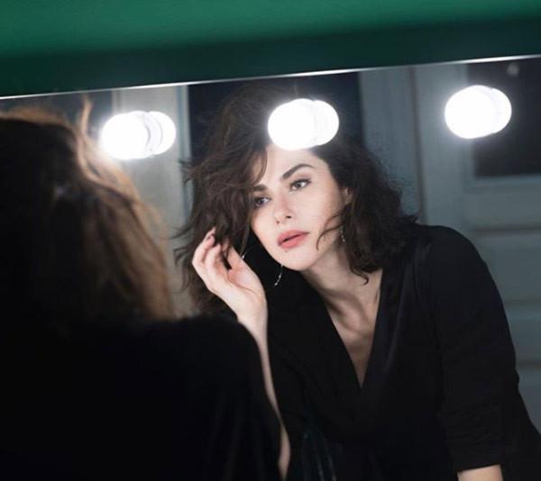 Nesrin Cavadzade: ''Sırtımda cetvel kırardı''