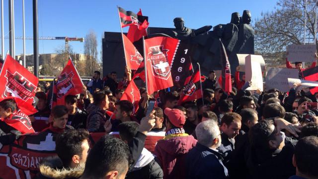 Gaziantep sokağa döküldü ! 'Takımına sahip çık'
