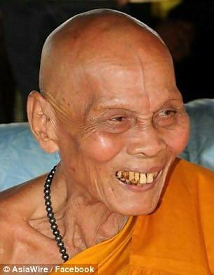 Ölümünden iki ay sonra gülümsedi