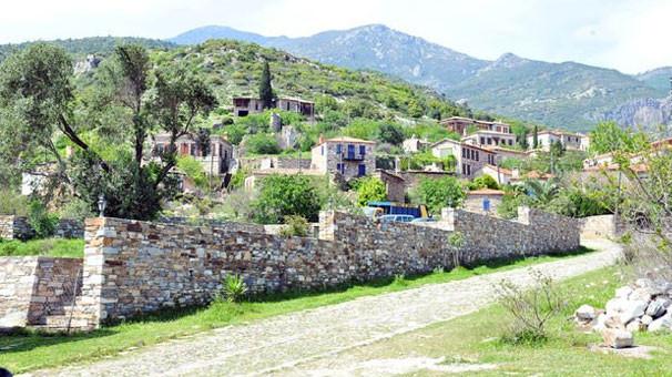Rum köyü Doğanbey'de bir garip yıkım olayı !