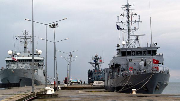 Savaş gemileri Sinop İskelesi'ne demirledi