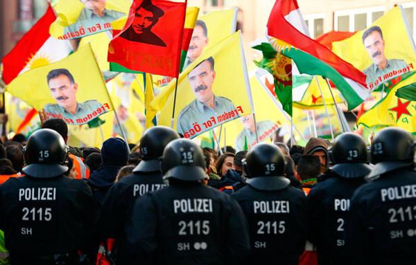 Yine Almanya yine skandal görüntüler