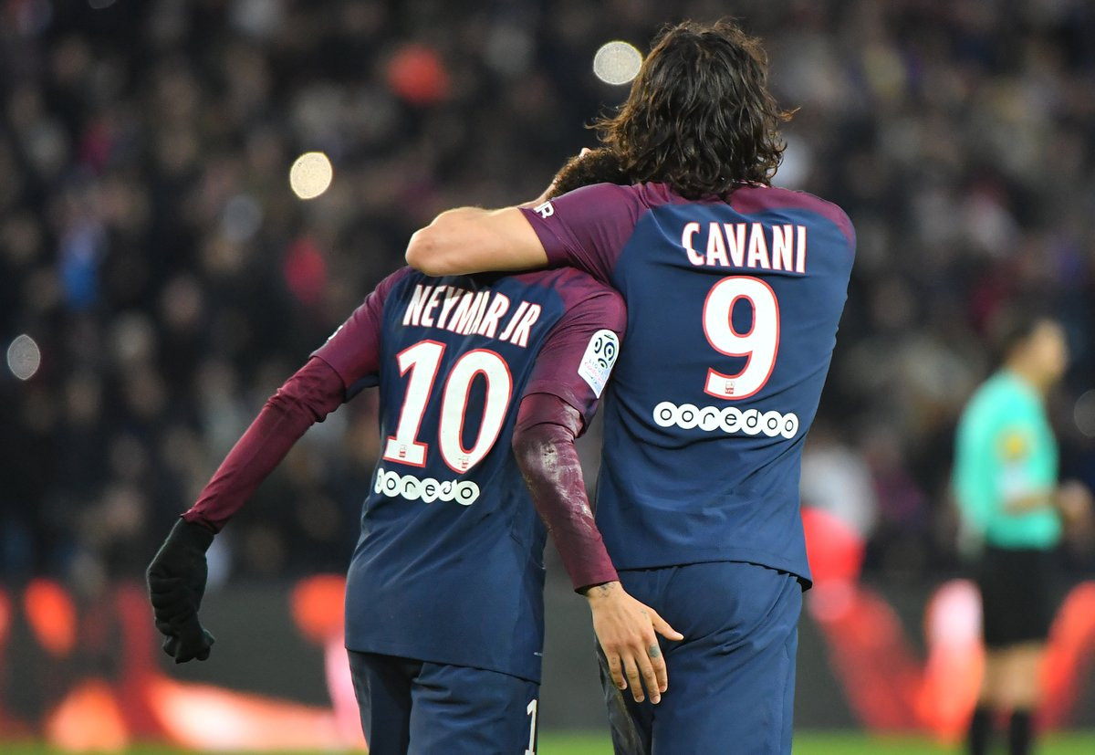 Cavani rekor kırdı, PSG fark attı !