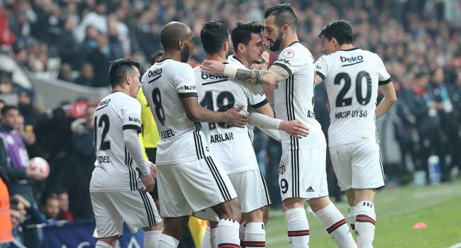 Beşiktaş yarı finalin kapısını araladı