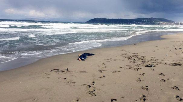 Kıyıya kimliksiz kadın cesedi vurdu