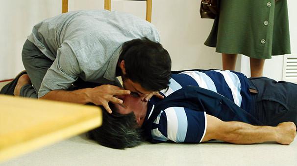Ahmet Kural'ın öpücüğü çok konuşulacak
