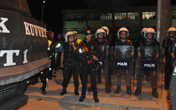 Gece yarısı tehlikeli gerginlik; 100 Suriyeliyi polis aldı
