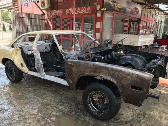 Çürümeye terk edilmiş otomobili 150 bin liraya yeniledi