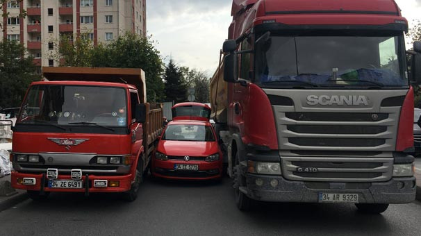İstanbul'da garip kaza ! İkisi de inat edince...