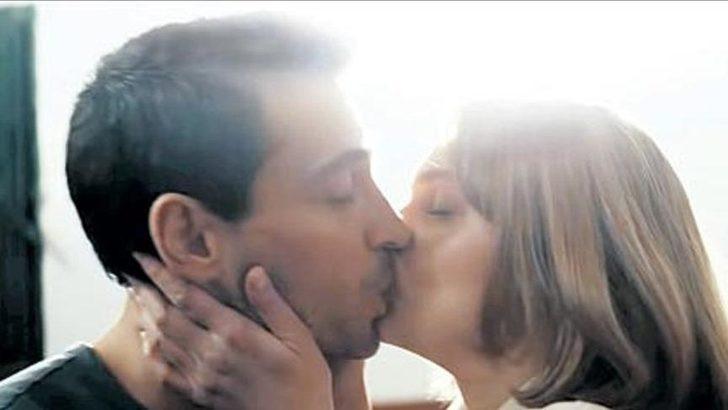 İki ünlü oyuncu dudak dudağa
