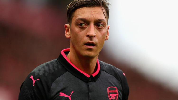 """Arsenal'den Mesut Özil'e destek ! """"Özür dilesin"""""""