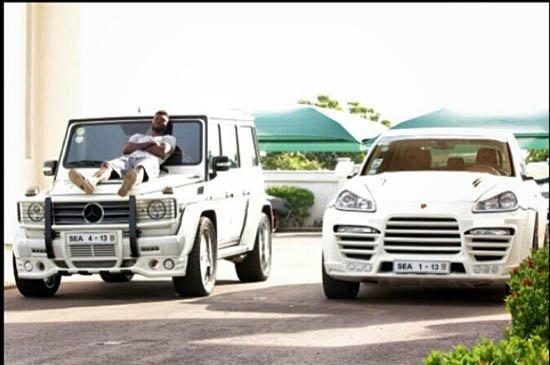 İşte Adebayor'un çılgın araba koleksiyonu !