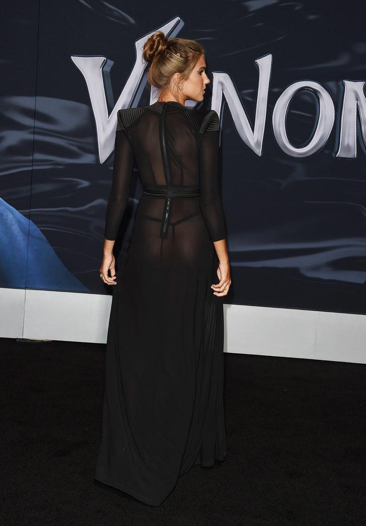 Kara Del Toro transparan elbisenin kurbanı oldu