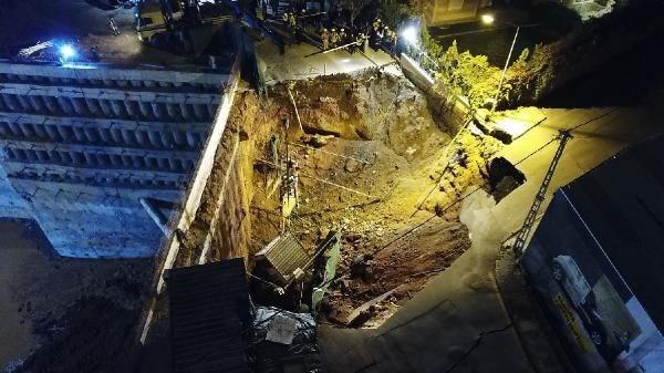 İstanbul'da facia ! Çöken yol 2 kişiyi yuttu
