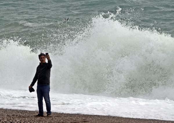 Dev dalgaları görenler fotoğraf çekildi
