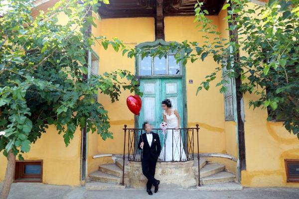 Düğün fotoğraflarını beğenmeyen çift tazminat kazandı