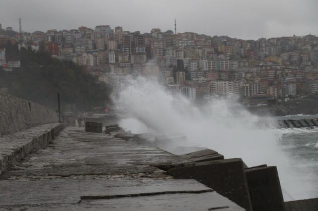 O ilimizi fırtına vurdu ! Dev dalgalar korkuttu