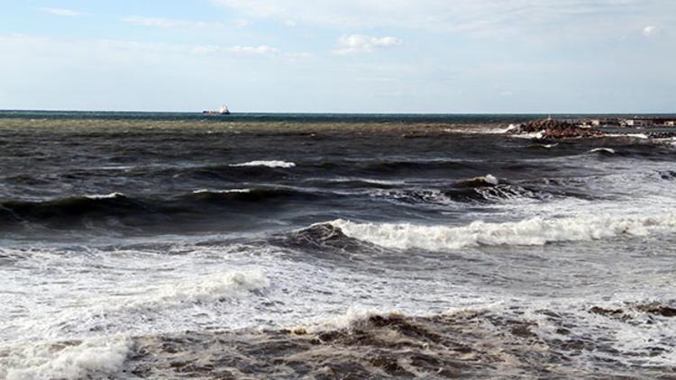 Alanya'da denizin rengi kahverengiye döndü