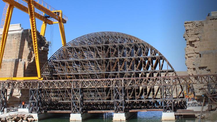 Tarihi köprünün restarasyonunda şoke eden olay