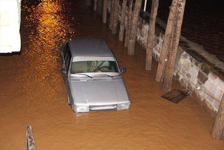 Bitlis'i sel vurdu ! Evler sular altında... - Resim: 1