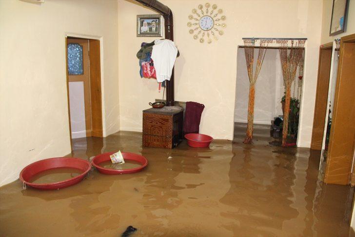 Bitlis'i sel vurdu ! Evler sular altında... - Resim: 2