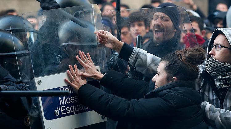 İspanya karıştı ! Gösteriler hayatı felç etti