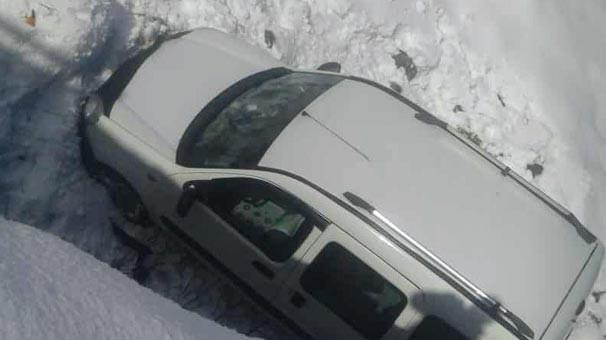 Bingöl'de araç dereye indi: 2 yaralı