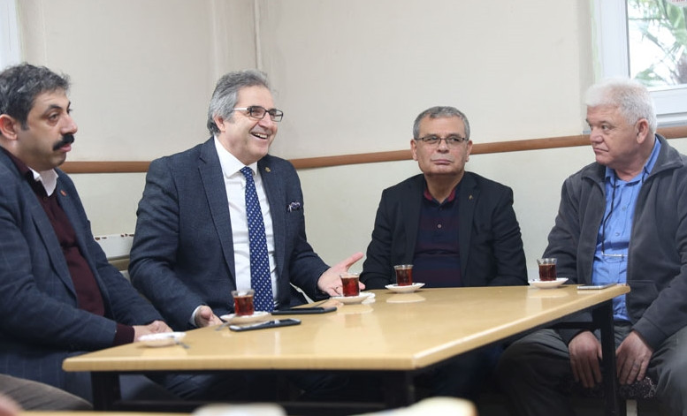 Bandırma Belediye Başkanı Dursun Mirza işçilerle aynı sofrada