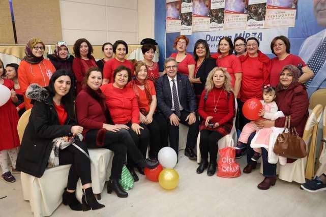 Bandırma Belediye Başkanı Mirza'dan kursiyerlere yeni yıl kutlaması