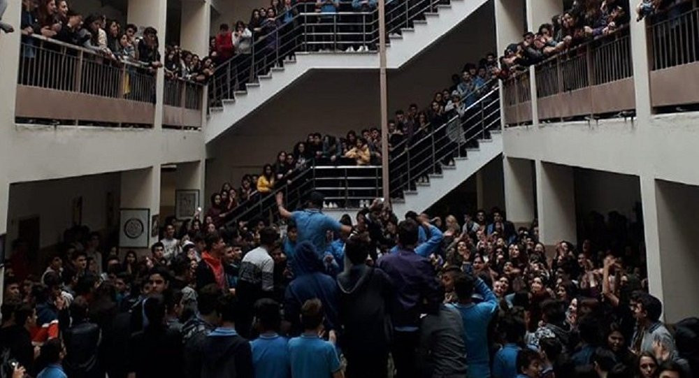 Tacizi protesto eden öğrencilere ceza