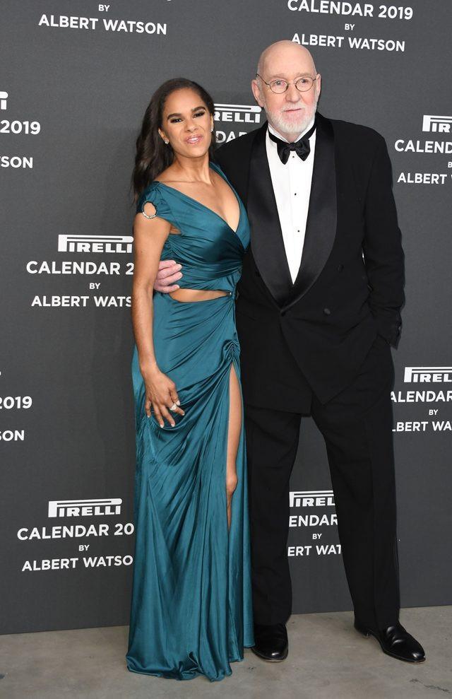 Pirelli 2019 takvim güzeli yırtmacına hakim olamayınca olanlar oldu