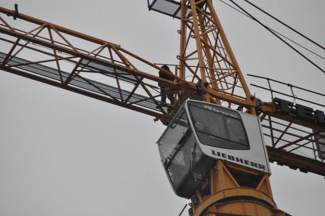 Maaş alamayan işçiler intihara kalkıştı